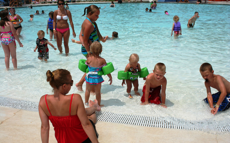 Group of kids playing in the Beach Entry Pool at Otter Creek Waterpark